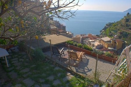 Beautiful sea view room with garden - Manarola