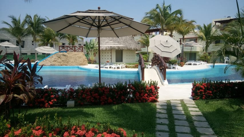 BEAUTIFUL HOUSE IN TERRASOL DIAMOND TWO POOLS