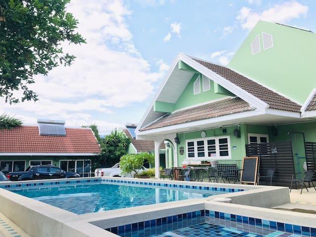 【小绿别墅】:独立3人间 02| 享大泳池 |近古城 | 近长康路| 近瓦洛洛  | 高性价比