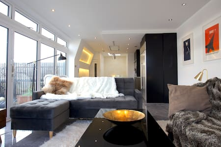 Luxurious Designer Penthouse in Central London