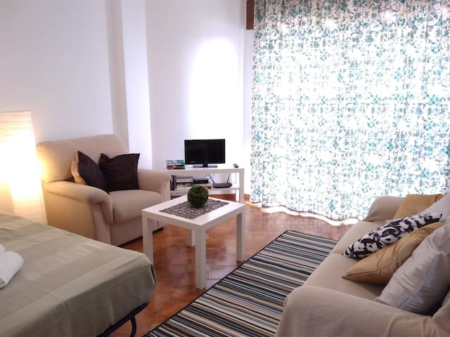Cozy one-bedroom apart. w/ terrace near beach