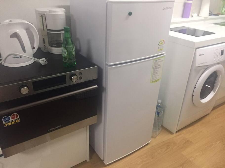 냉장고(refrigerator), 세탁기)Washing Machine), 오븐(microwave oven)