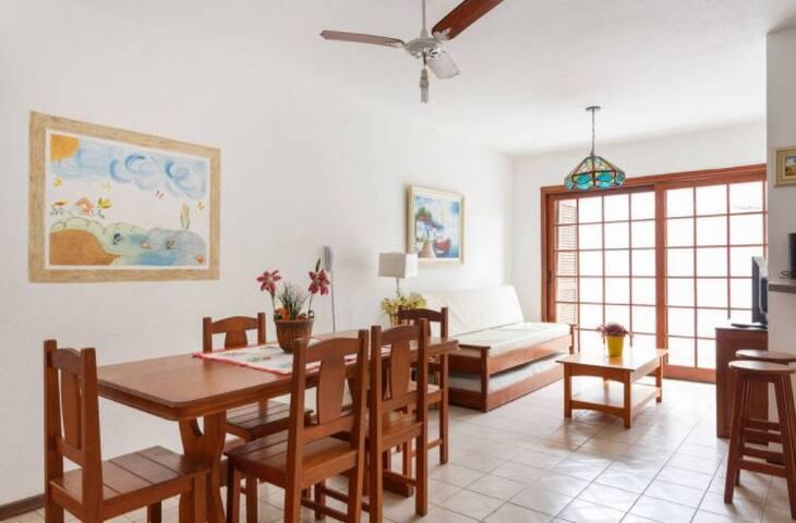 Casa Flores - Canasvieiras - 2 quadras da praia