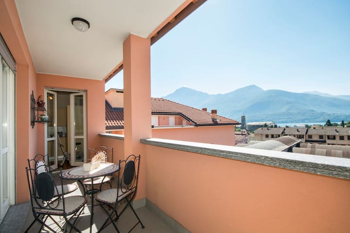 Apartment with Terrace & Lake View - With wifi