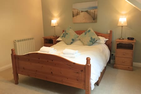 4* serviced accommodation, by cliff walks & bays