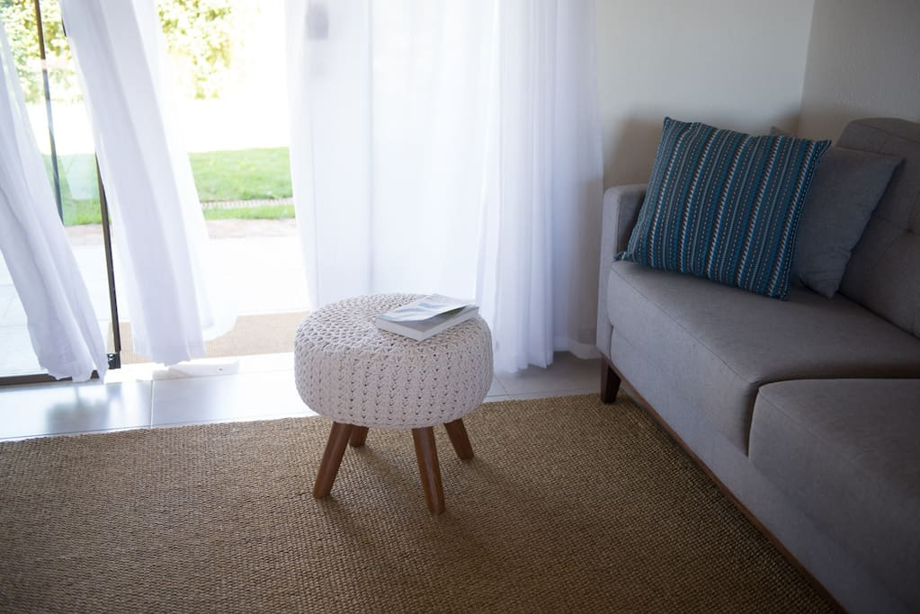 Sala de estar e livros