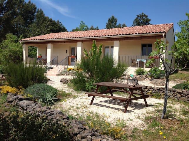 Le Sourire du Soleil, Chassiers, Ardèche - Chassiers - Hytte