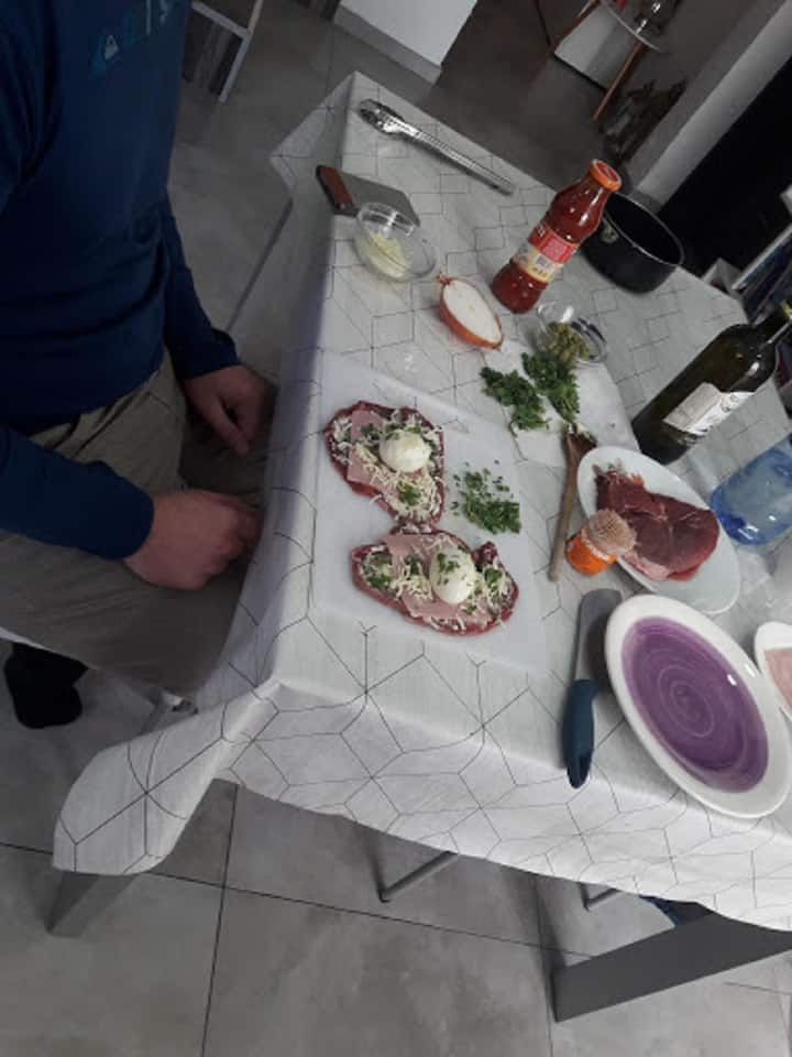 Preparing Bragioli during a cookingclass