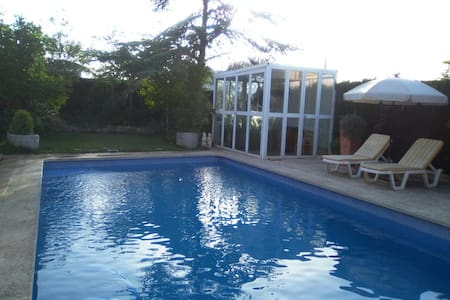 Casita acogedora con patio privado piscina jacuzzi
