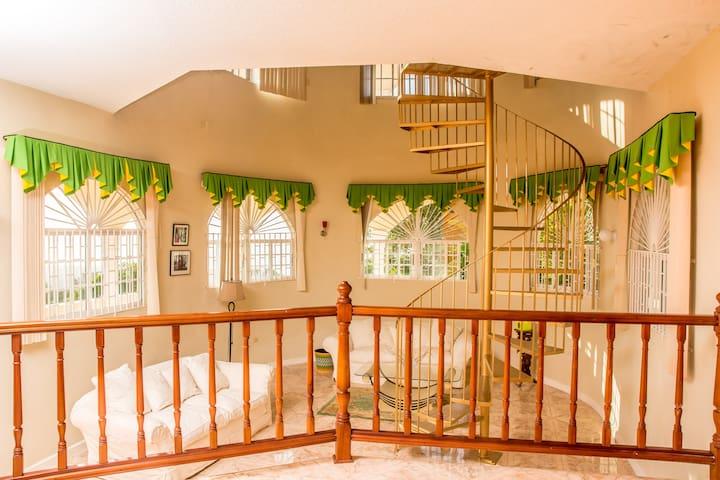 Princess Sunbird Lodge   Mobay