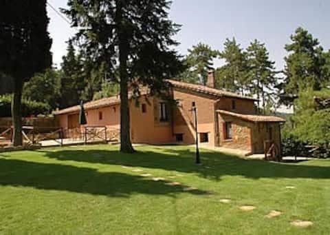 Villa in Umbria overlooking Lake Trasimeno