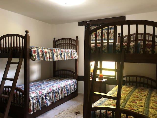 5 Habitación. 2 Camarotes y 2 camas adicionales