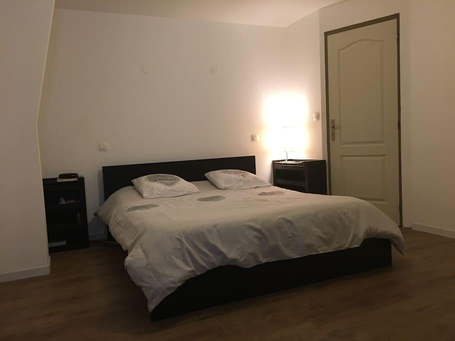 chambre chez particulier salle de bain priv e maisons de ville louer billy montigny. Black Bedroom Furniture Sets. Home Design Ideas