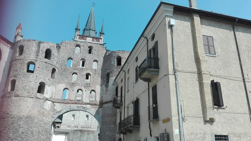 """""""AllaPortaSavoia"""" Monolocale  centro storico Susa"""