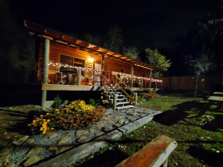 Xmas Log Cabin in our family retreat,Lake Hamilton