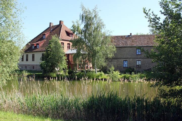 Wasserburg und Rosenhaus