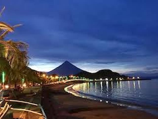 Motel room for 2 near sea boulevard, Mayon view R5