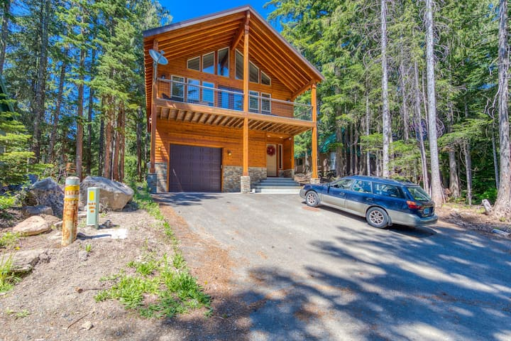 Stunning Mt. Hood home with a private hot tub & great Government Camp location!