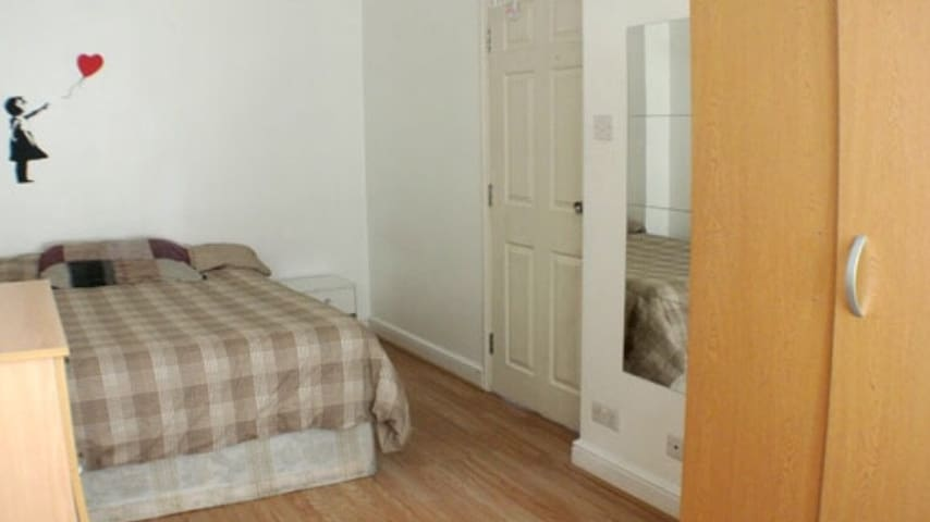 Double Room - Dale Street (next to 'The Green')