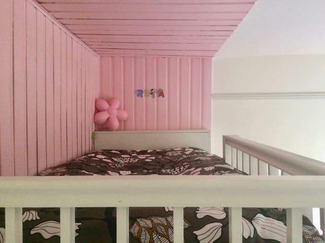Bedroom 4: Platform double bed