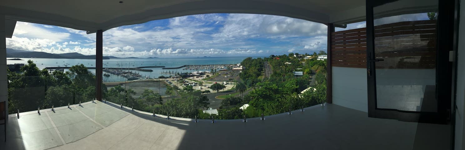 Brand New amazing views. In town. - Airlie Beach - Dom