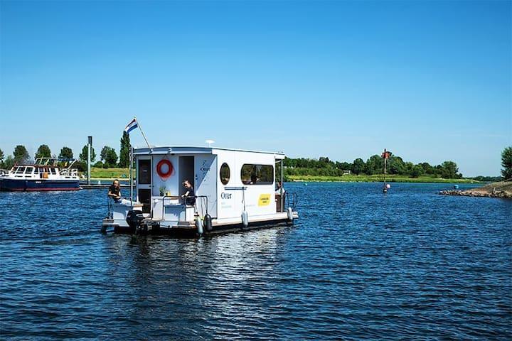 Huisboot compact klasse Maasplassen Limburg