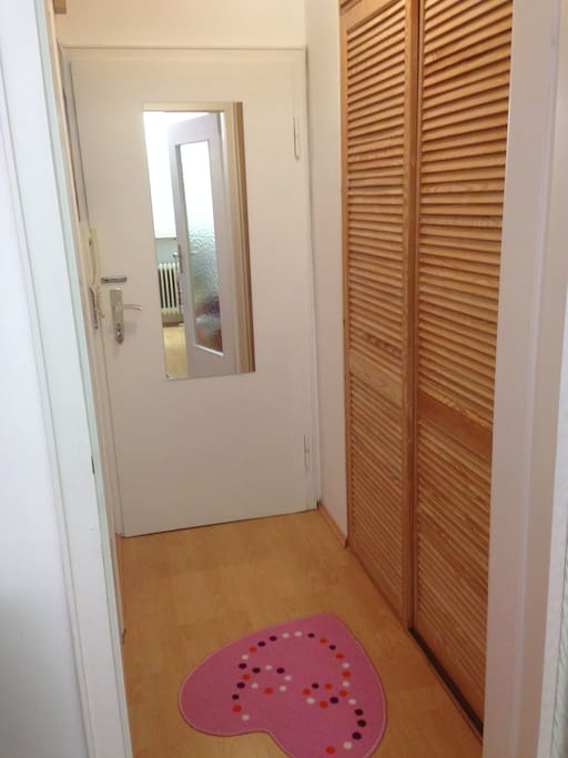 Entrance with garderobe and mirror