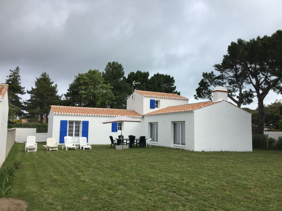 maison neuve 3 chambres 6 personnes houses for rent in noirmoutier en l 39 le pays de la loire. Black Bedroom Furniture Sets. Home Design Ideas