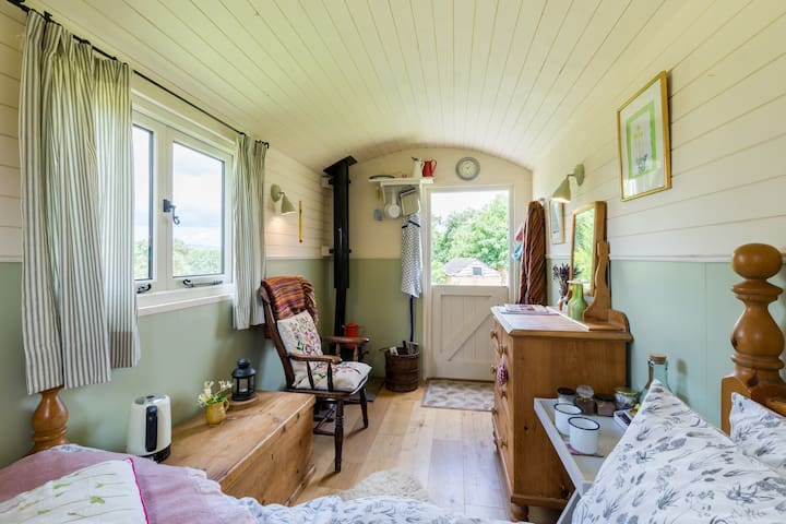 Light and airy shepherd hut with bbq/fire pit.