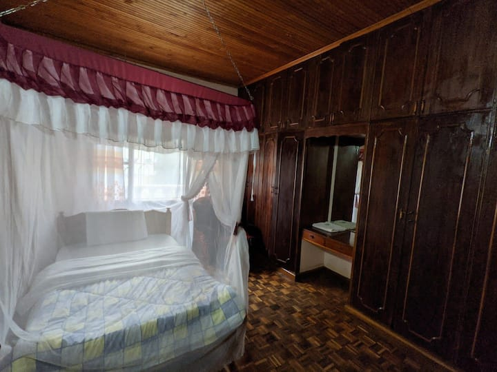 Sasha@Varleria  Hotels