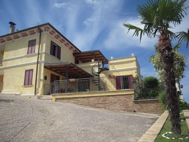 """""""Villetta Le Terrazze"""" sulle colline marchigiane - San Benedetto del Tronto - Huis"""
