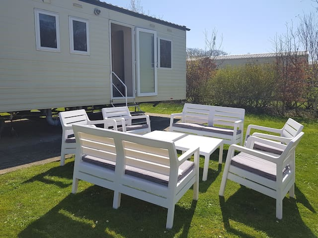 Privately owned 4 bedroom static caravan