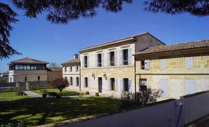 LOGIS DU CARDINAL - 4* close very to Saint-Emilion