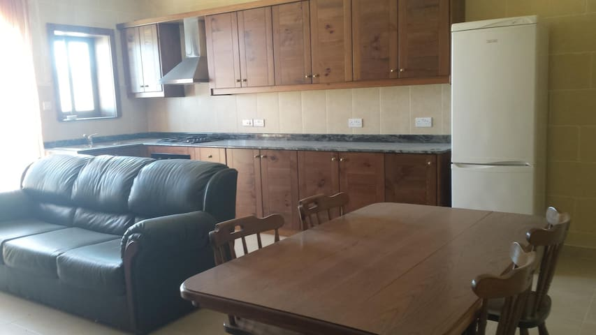 Large flat with great views - L-Għarb - Apartment