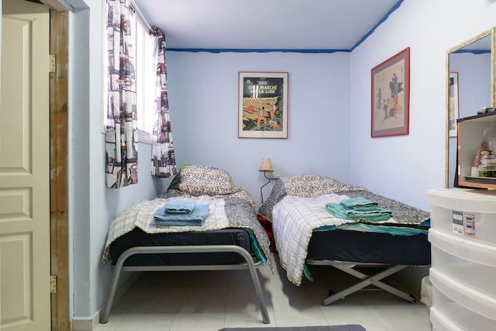 Maddy's Pad Attic Room + self service Breafast