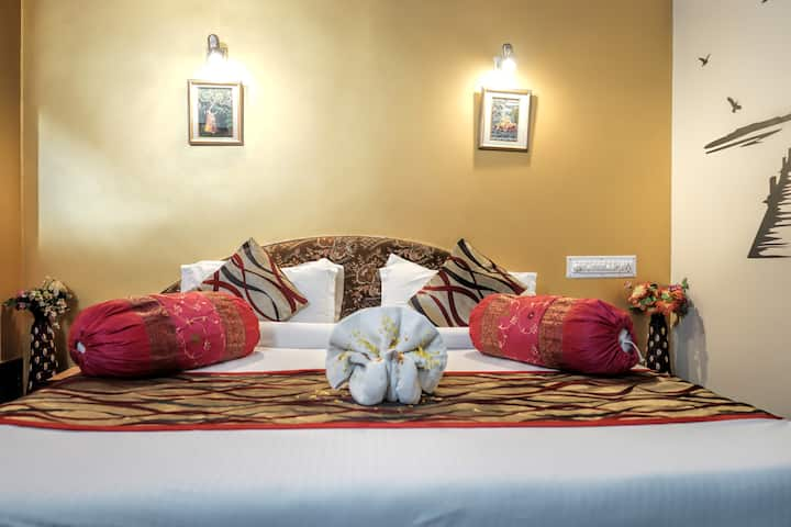 Laxmi Palace 1 - luxury stay in heart of the city