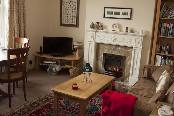 Centl homely 2 bed & smal car space