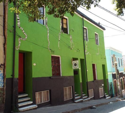 Hab. doble baño compart. - Hostal Casa Verde Limón