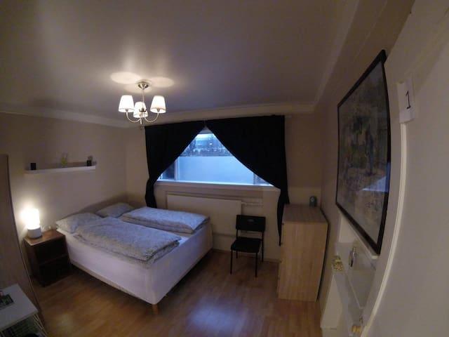Central Private Room for couples - Reykjavík - Dom