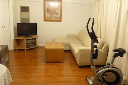 3 bedroom house close to Macquarie Univeristy - Eastwood