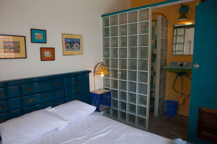A cool Tripper's Inn Room #2