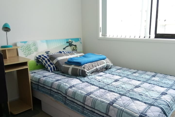 EN-SUITE ROOM IN INNER CITY - NEW APARTMENT  市中心套房
