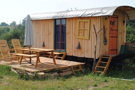 Romantic gypsy caravan - Vernusse