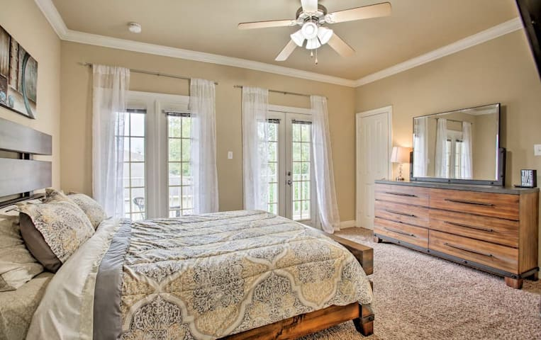 Suite A: Queen Bed w/French Door Escape to Private Balcony