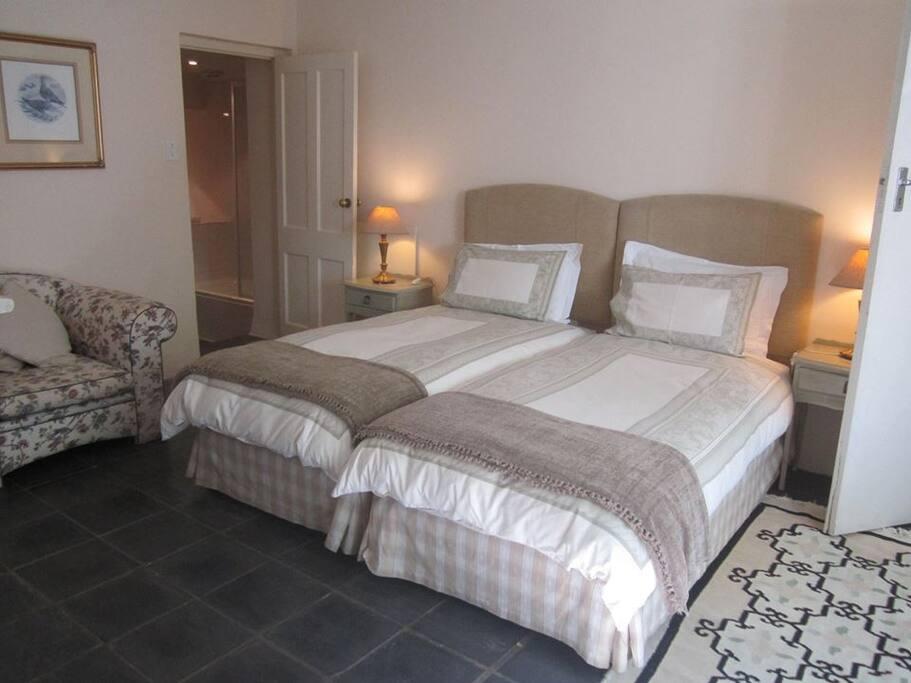 Bellingham Homestead, Garden Cottage Main Bedroom