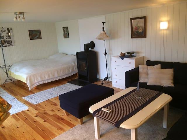 Stue med dobbeltseng + 2 sengeplass - His - Rumah