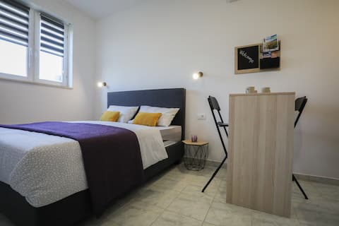 Studio apartment Doriana with garage and terrace