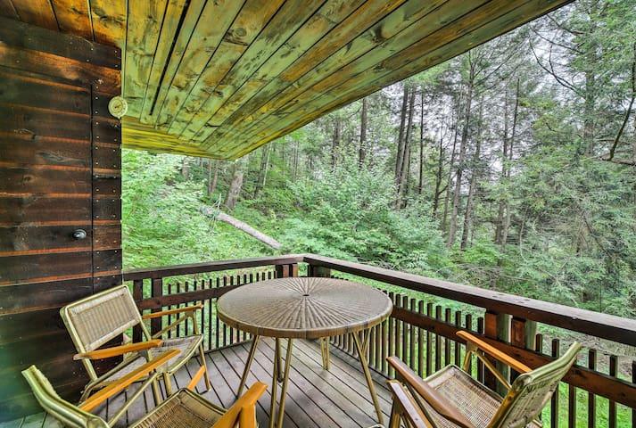 NEW! 4-Season Stockbridge Home-Fireplace & Deck