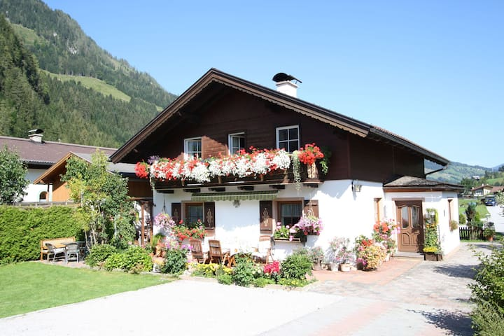 Lovely Apartment in Kleinarl near Ski Area