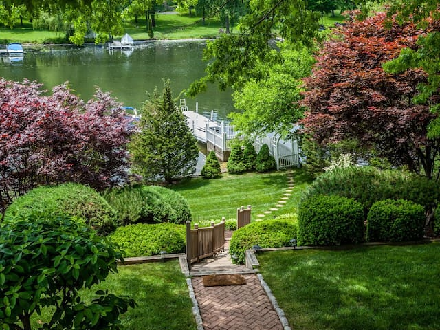Candlewood Lakefront Summer Paradise! - Brookfield - Talo